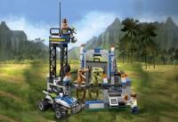 lego-jurassic-world-raptor-escape-set